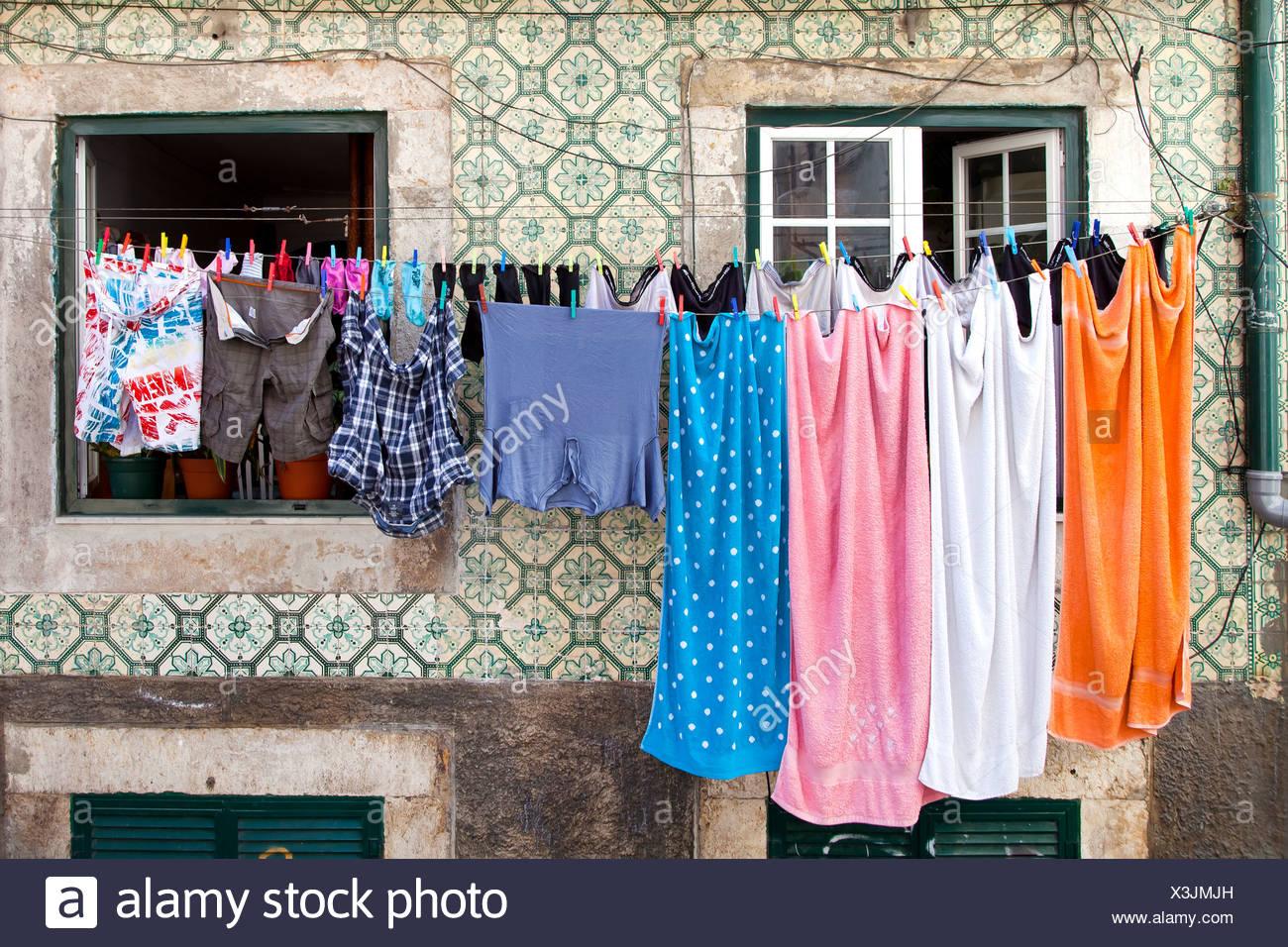 Servizio lavanderia appesi per asciugare l esterno facciata di una