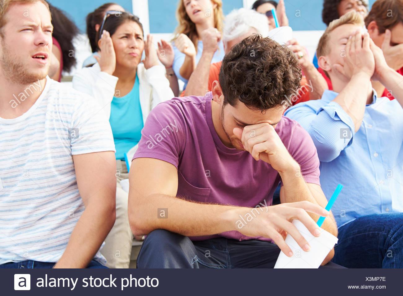 Deluso gli spettatori della Outdoor Sports Event Immagini Stock