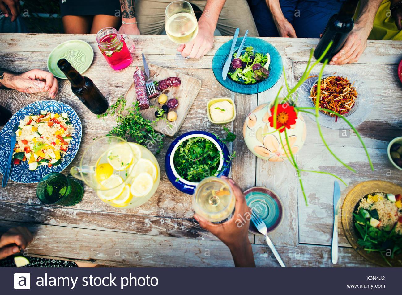 Tabella degli alimenti sani deliziosi cibi organici come il concetto di pasto Immagini Stock
