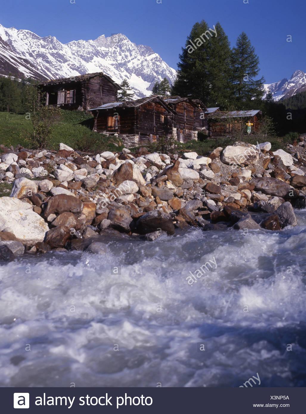 Lotschental Kuhmad frazione Riva di insediamento brook stream Mountain Brook Lonza montagne delle Alpi del Canton Vallese Immagini Stock