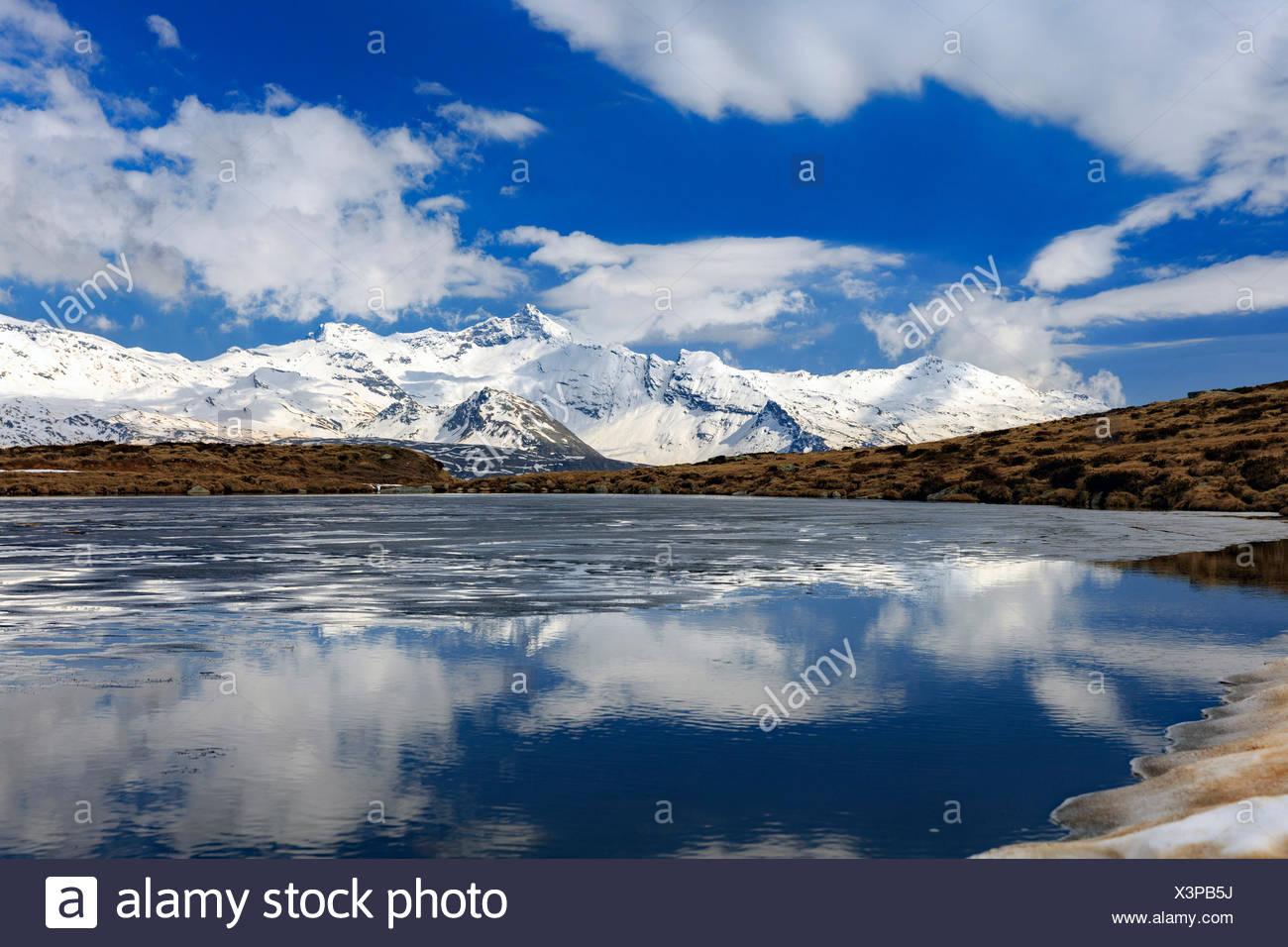Il lago degli andossi lago ghiacciato di fusione in tarda