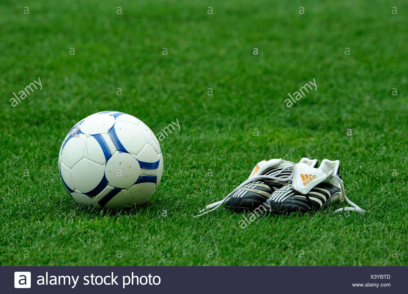 Calcio Prato Su Un Scarpe E Da Campo Di CqTwR8