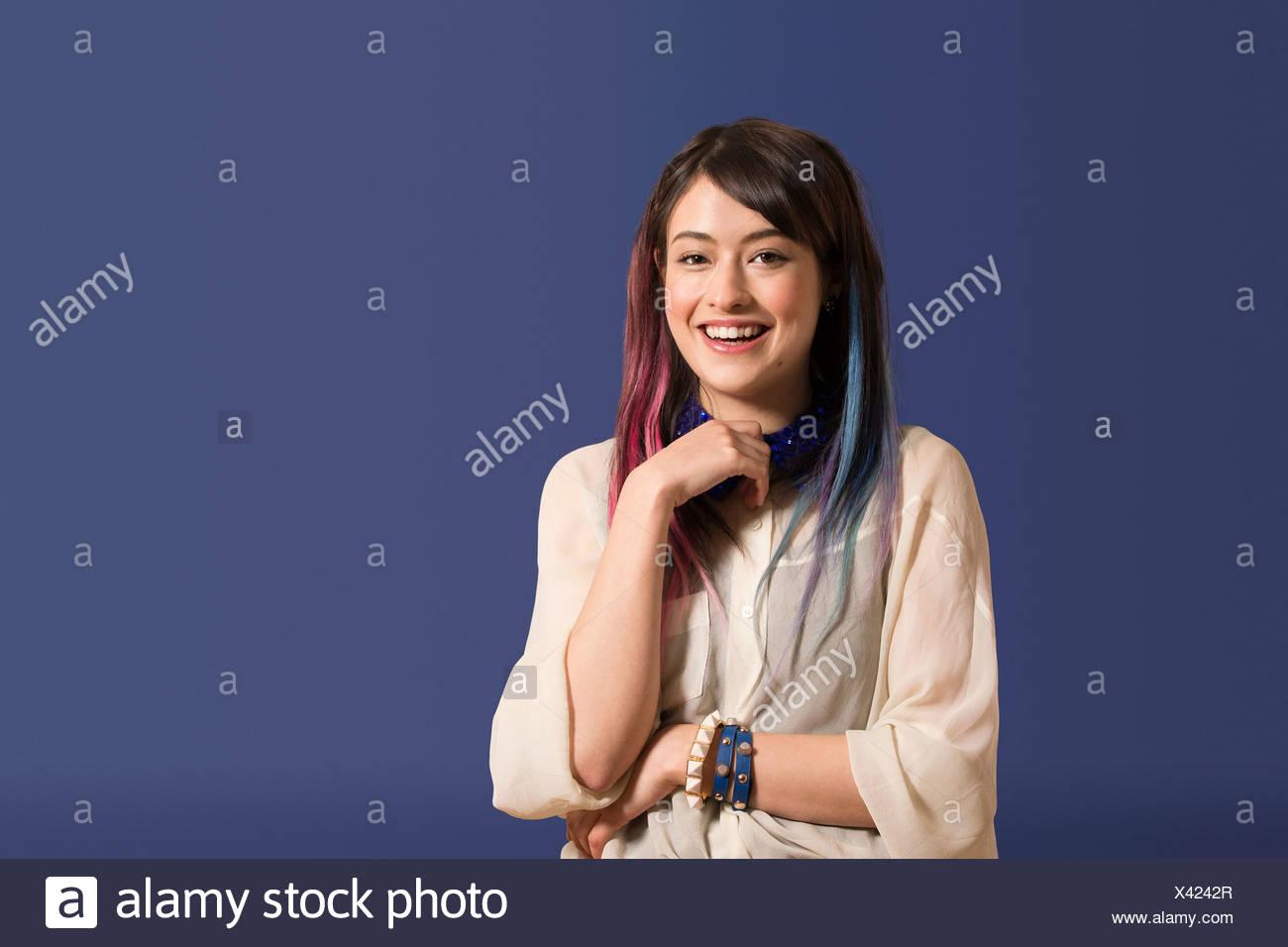 Ritratto di giovane donna con capelli tinti Immagini Stock