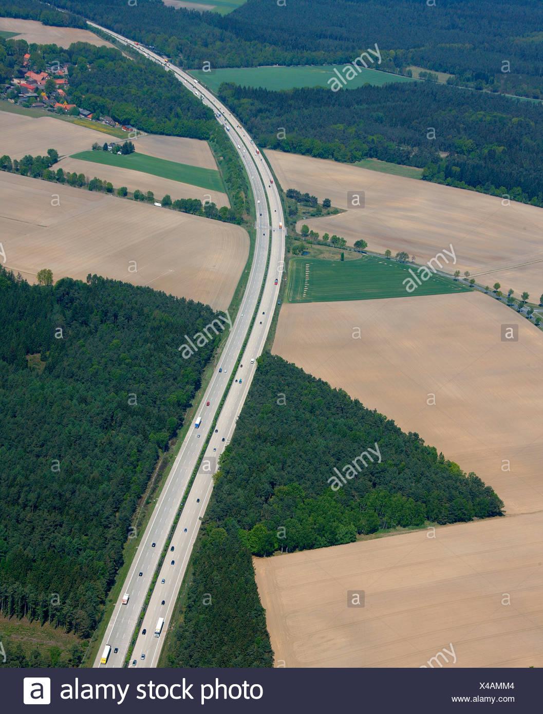 Vista aerea, A7 autostrada, curva, campi e foreste, Bispingen, Bassa Sassonia, Germania, Europa Immagini Stock