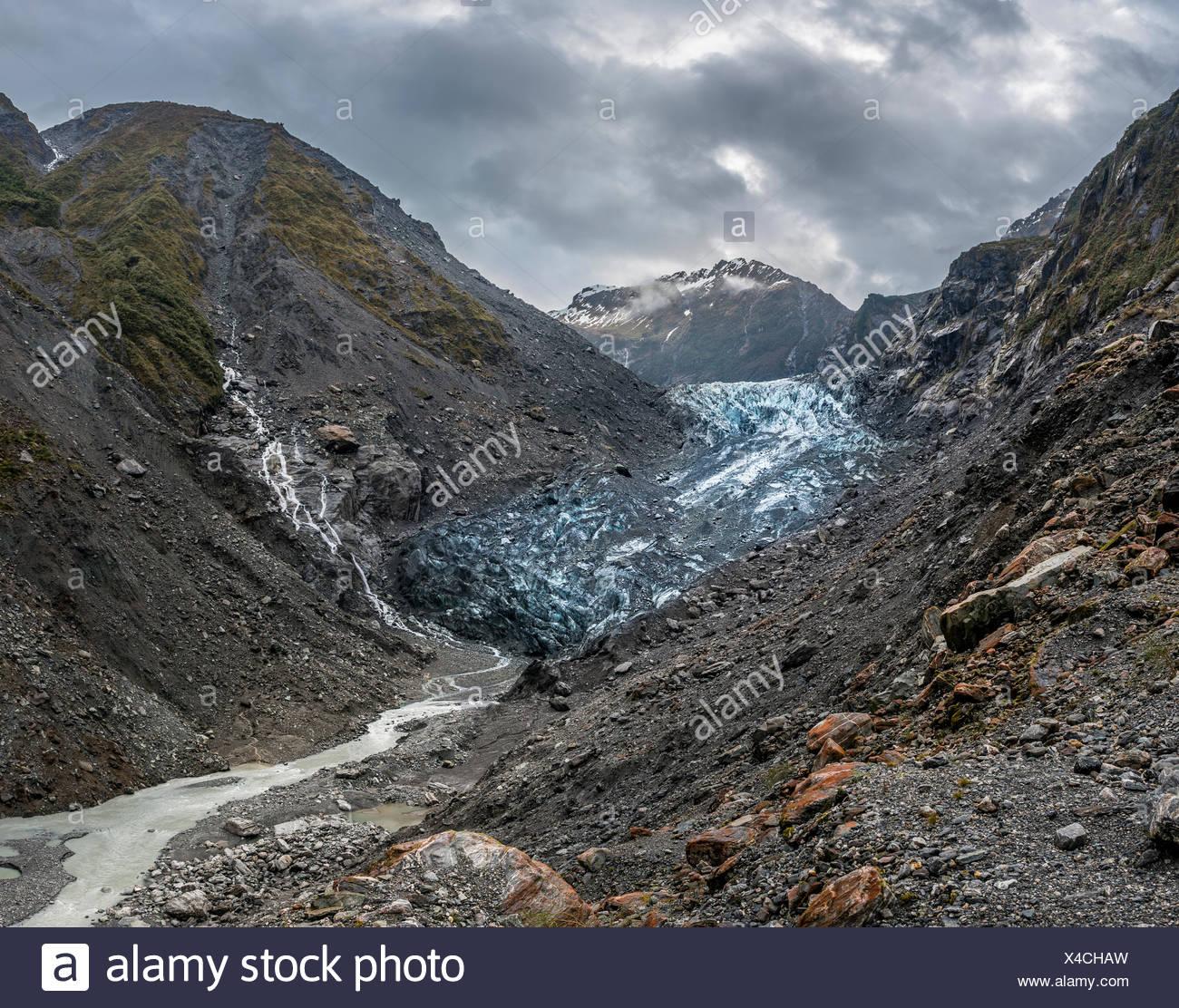 Lingua del ghiacciaio con il fiume glaciale, Ghiacciaio Franz Josef, West Coast, a Southland, Nuova Zelanda Immagini Stock