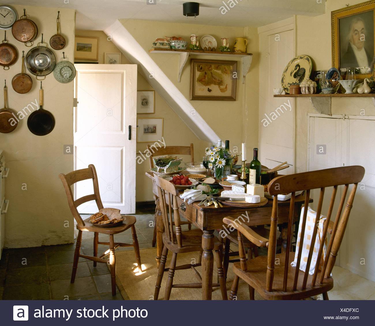 Semplice con sedie in legno e pino antico tavolo per pranzo in ...