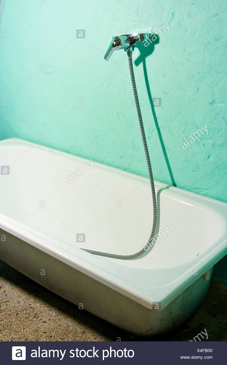 Old Metal Tub Immagini & Old Metal Tub Fotos Stock - Alamy