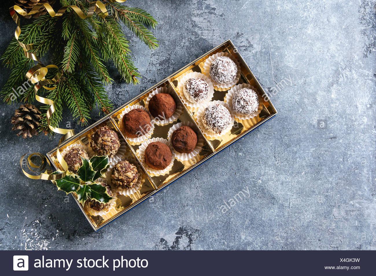 Casetta Di Natale Di Cioccolato : Casetta di natale con pavesini e pandoro farcito all interno