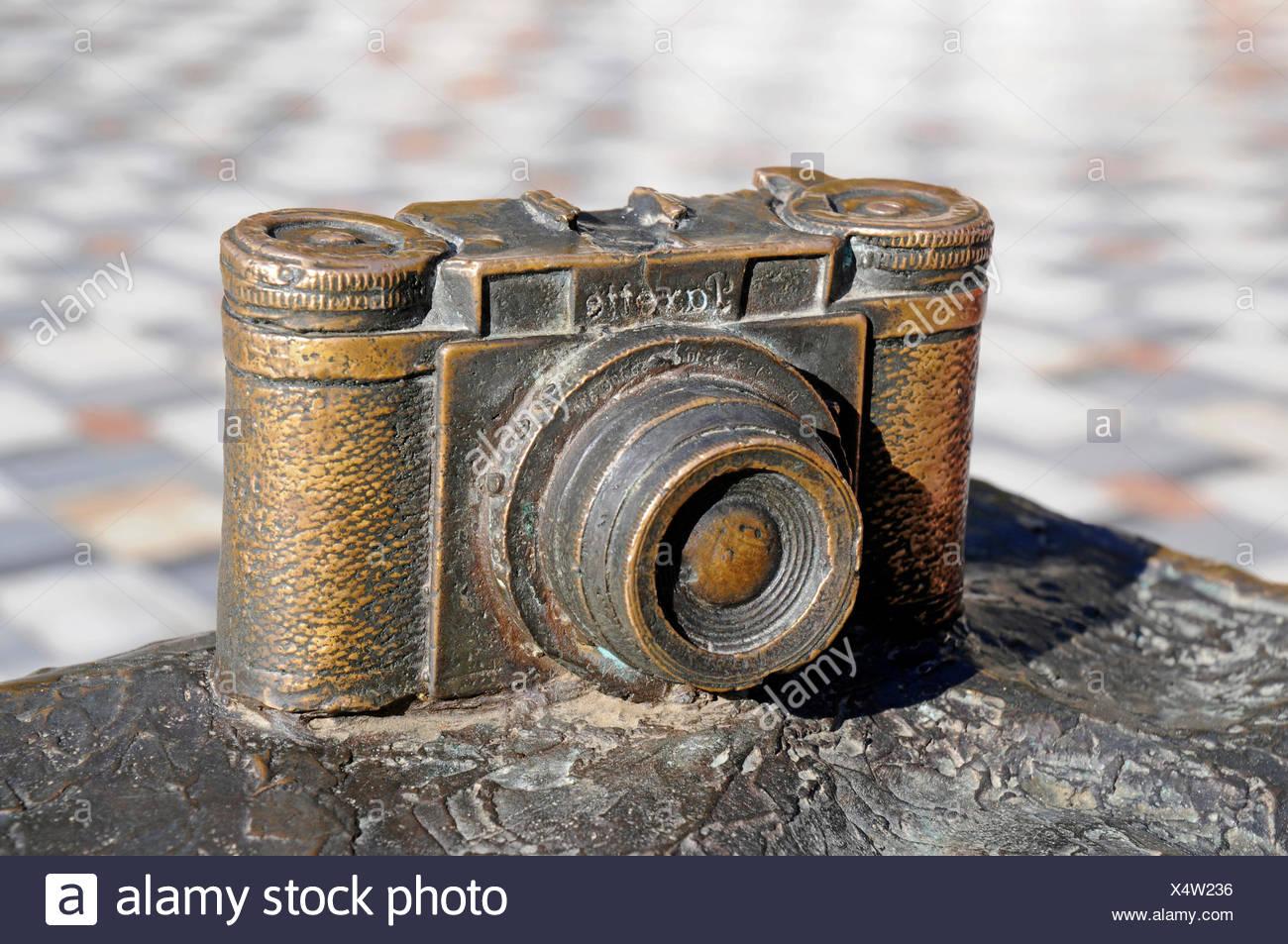 Modello in bronzo di un Braun Paxtte Mirino fotocamera, Nerja, provincia di Malaga, Costa del Sol, Andalusia, Spagna Immagini Stock