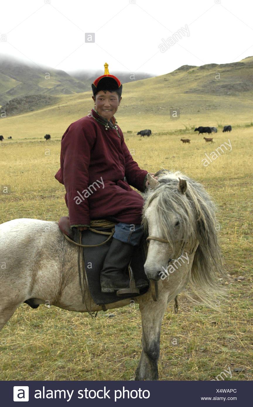 ultimo prezzo più basso con molti stili Ritratto nomadi pastorello vestito in tradizionale cappotto e ...