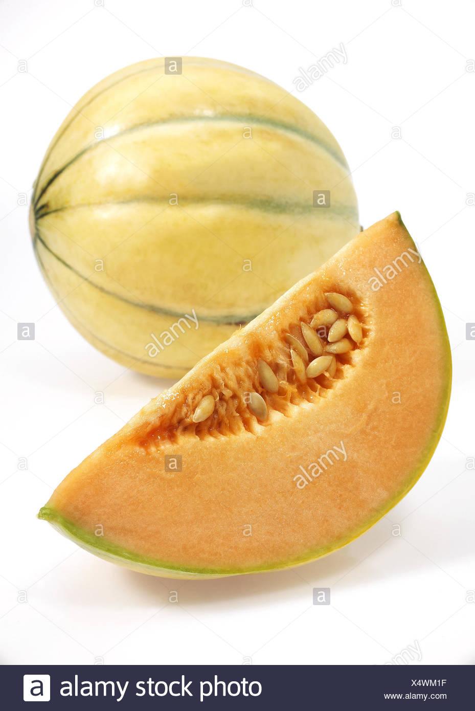 Canarie giallo melone, anche giallo melone Honeydew, Amarillo, Tendral Amarillo, zucchero melone, Cucumis melo, sfondo bianco Immagini Stock