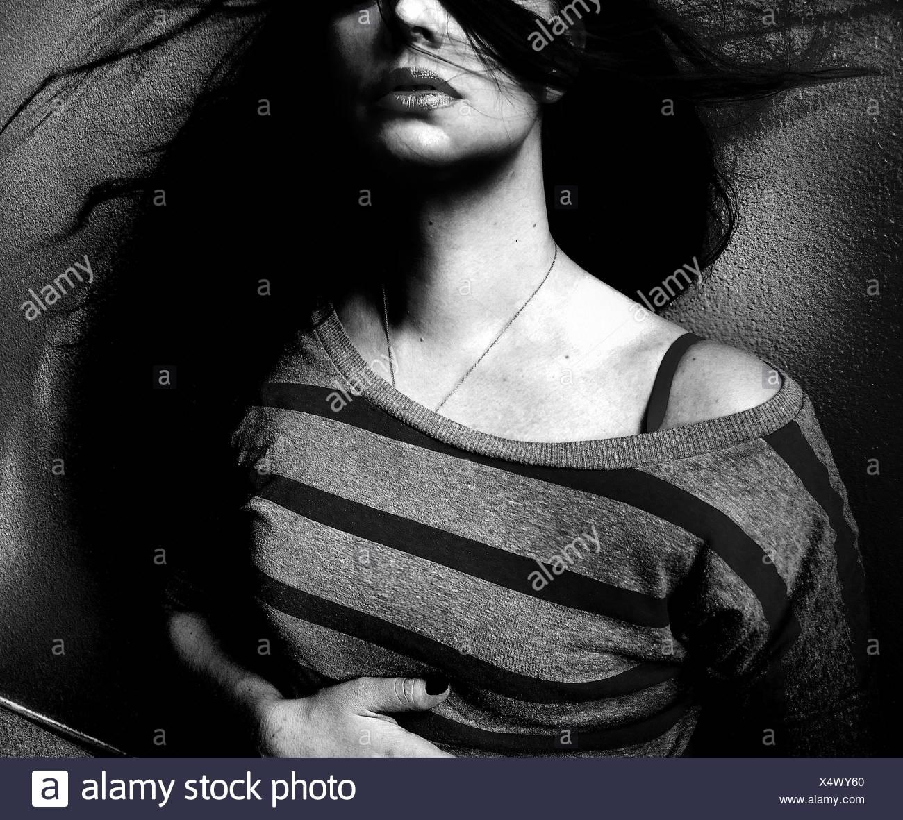 Sezione mediana della bella donna con capelli Tousled Immagini Stock