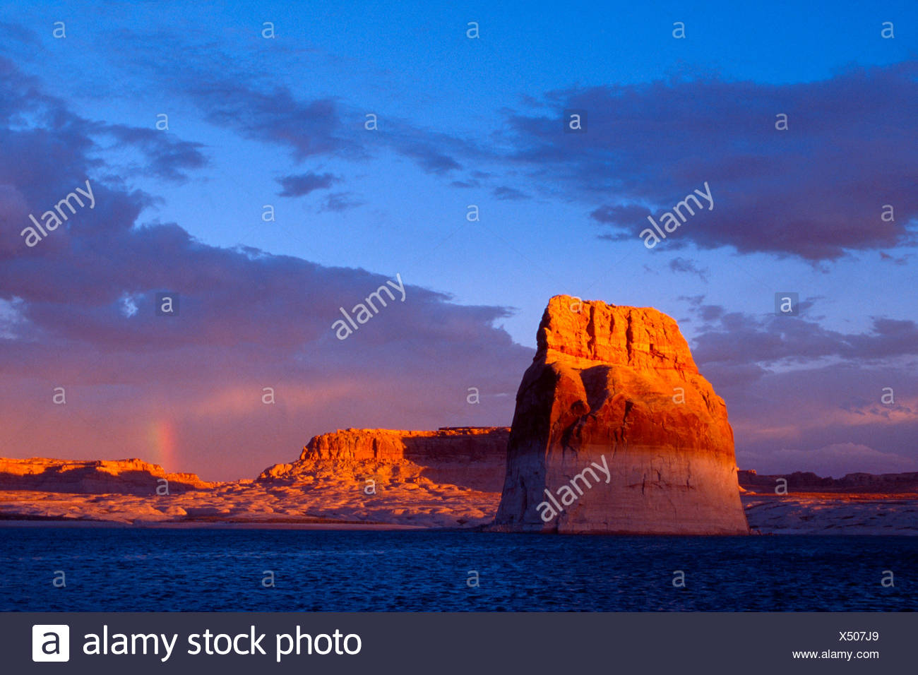 Lone Rock, Glen Canyon Recreation Area, Arizona e Utah, USA, America del Nord Immagini Stock