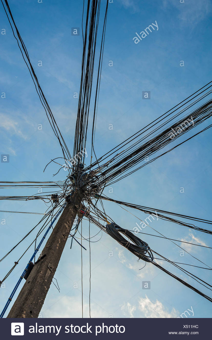 Caotica di cablaggio di potenza, Phuket, Tailandia Immagini Stock