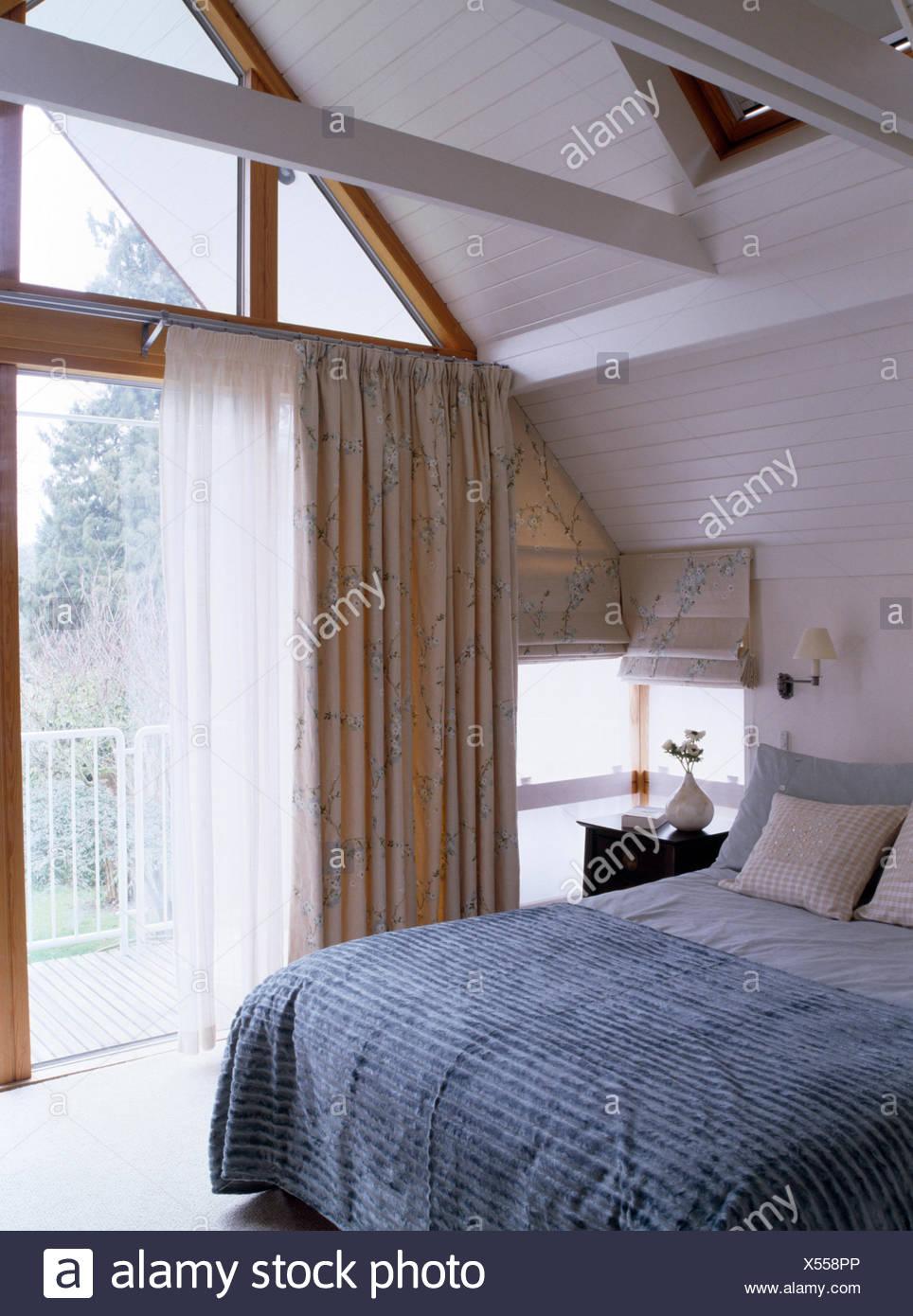 Colore grigio-blu trapuntato sul letto in soppalco moderna ...