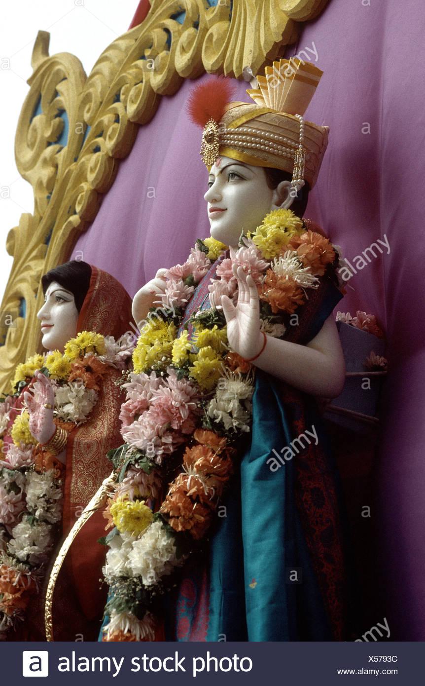 Le immagini del modello del dio e della dea Signore Rama con moglie Sita presentato su un galleggiante in un Indù celebrazione all'aperto Immagini Stock