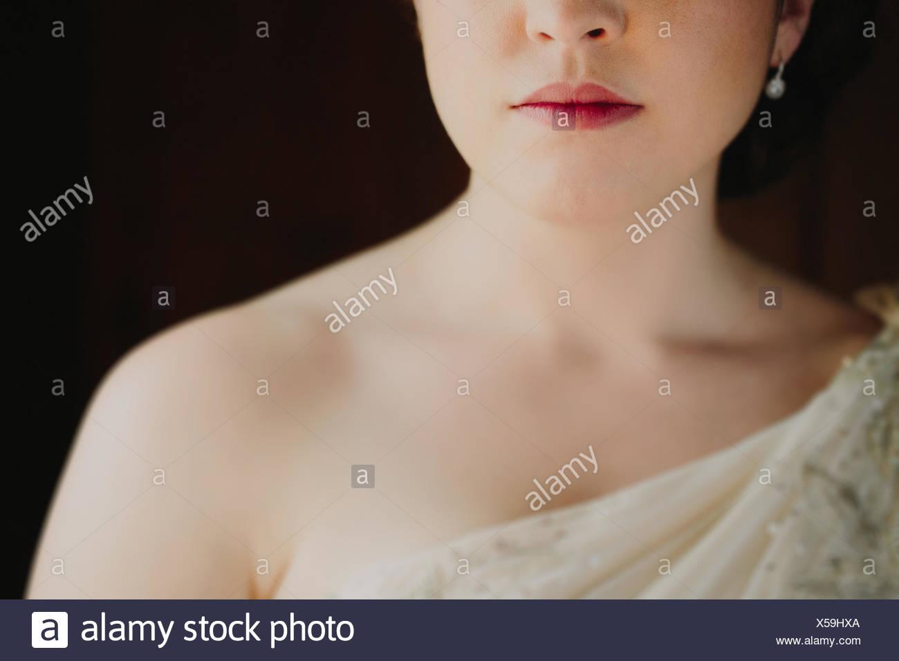 Close up della donna in abito da sposa Immagini Stock