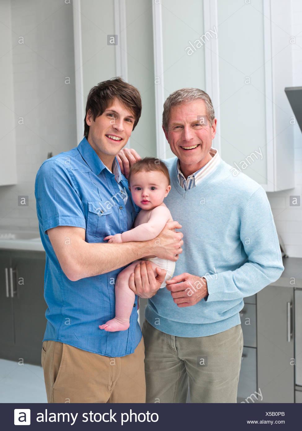 Sorridente multi-generazione maschi Immagini Stock