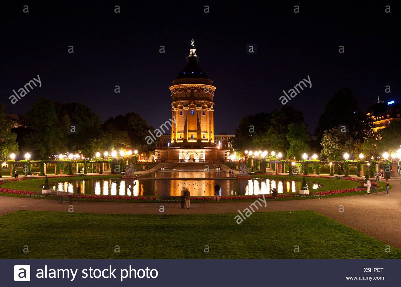Mannheim water tower di notte Immagini Stock