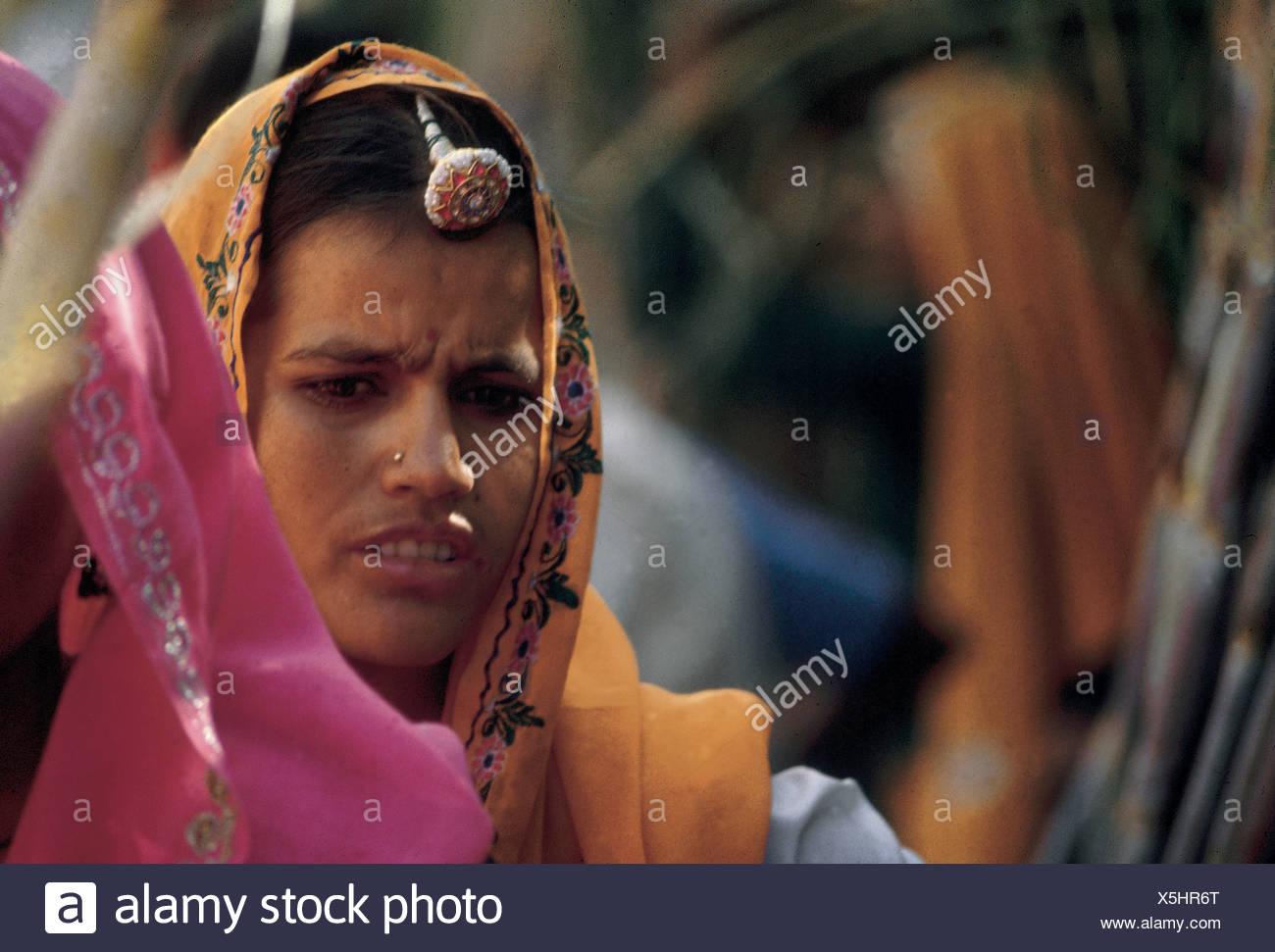 Donne di Rajasthan è il loro abito tradizionale Immagini Stock