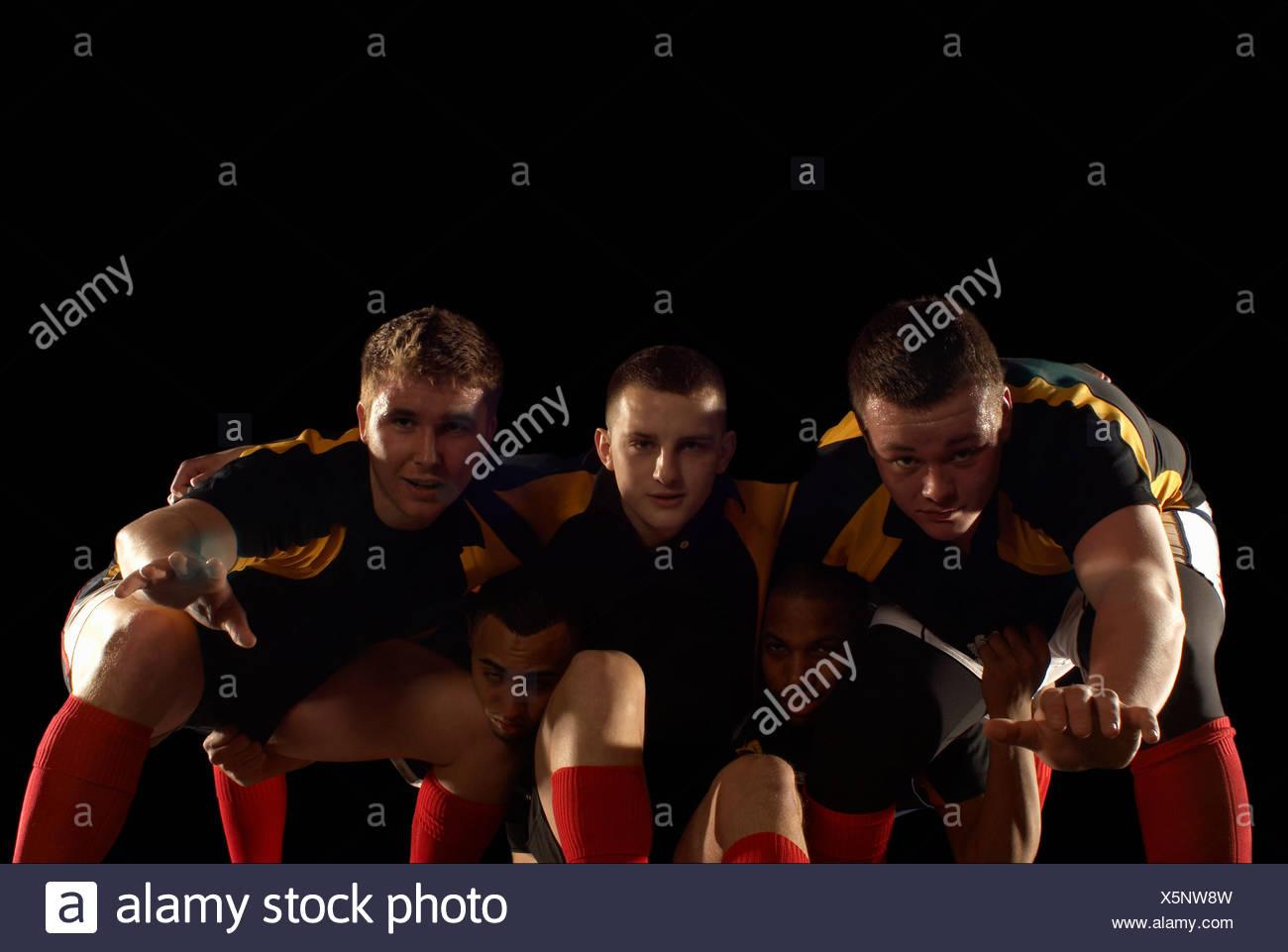 Giocatori di rugby in scrum formazione Immagini Stock