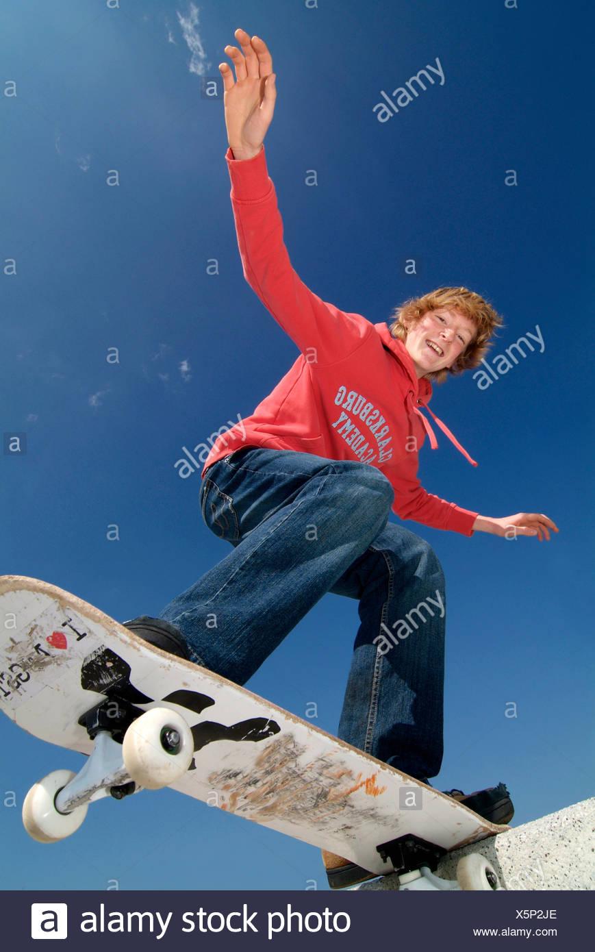 Adolescente,cultura giovanile,skateboard,pattinaggio Immagini Stock