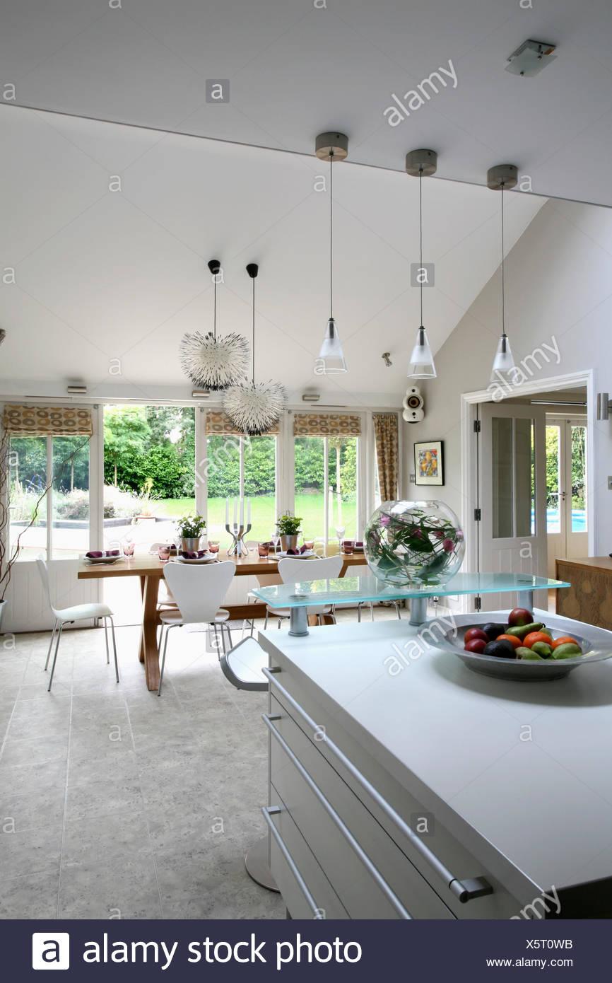 Illuminazione pendente sopra isola unit in grandi for Cucina con sala da pranzo