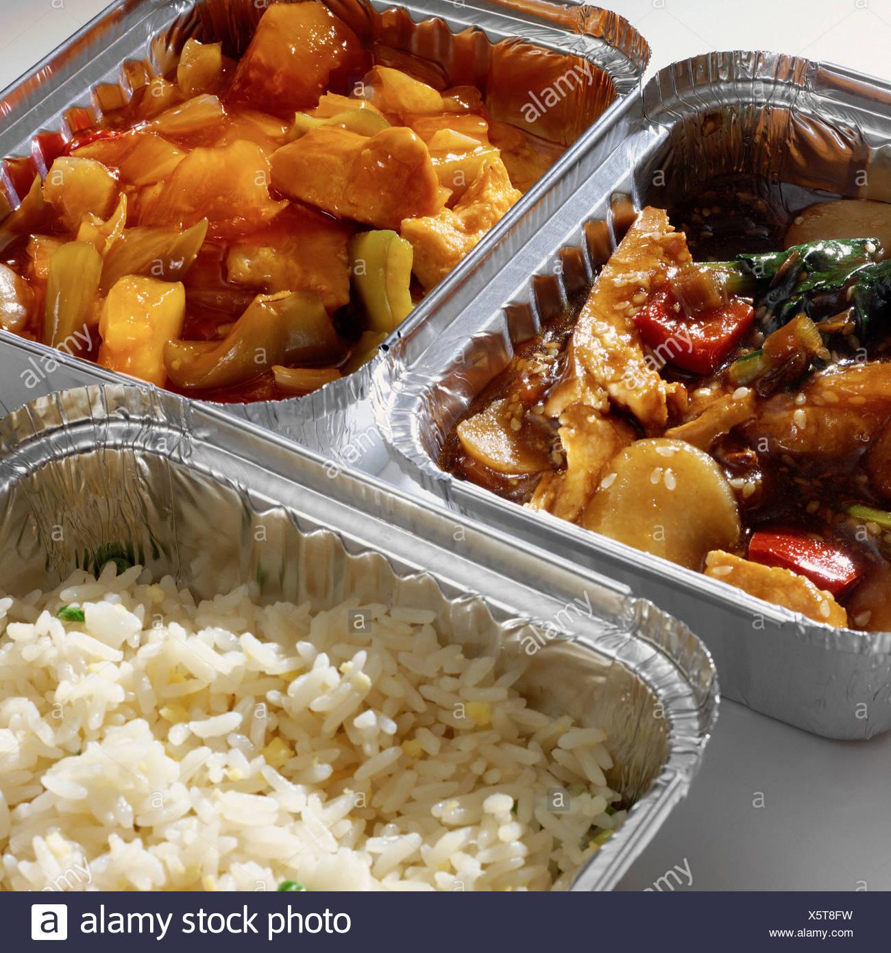 Tenere lontano il curry e riso in cartoni Immagini Stock