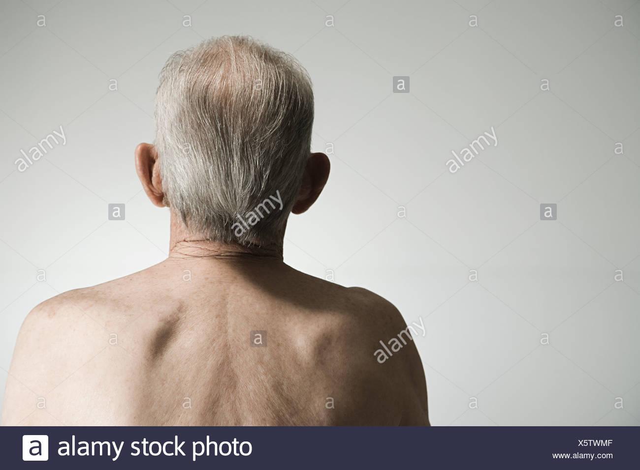 Vista posteriore di un uomo anziano Immagini Stock