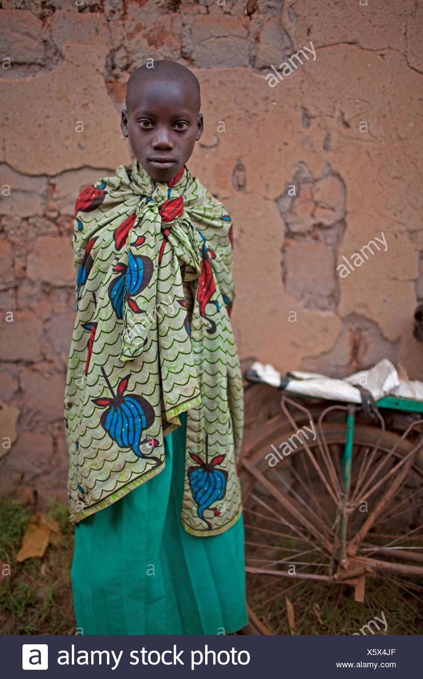 Ritratto di giovane girt in abbigliamento tradizionale, Burundi, Karuzi, Buhiga Immagini Stock