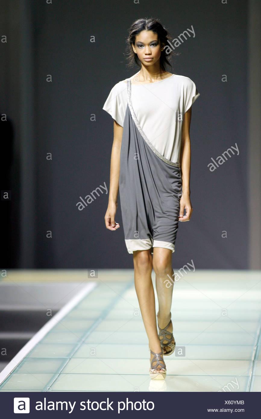 Alberta Ferretti Milano pronto a indossare Primavera Estate americano  modello Chanel Iman che indossa lo stile 7b6348f04fc