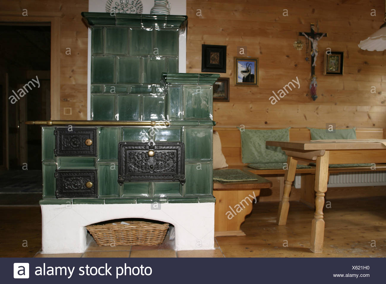 Sala residenziale stufa in maiolica camera salotto cucina