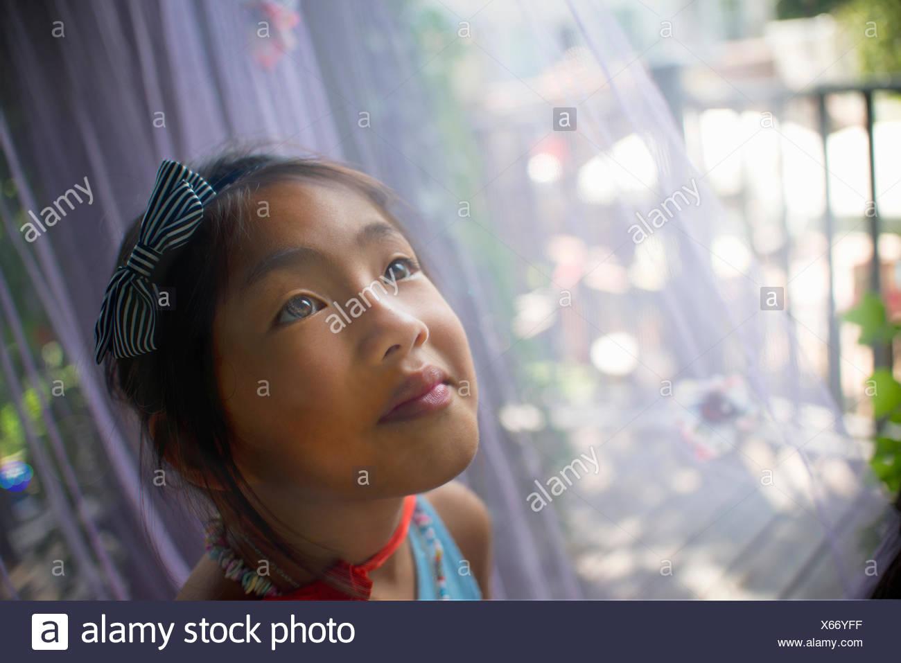 Ritratto di giovane ragazza asiatica, testa e spalle, close-up Immagini Stock