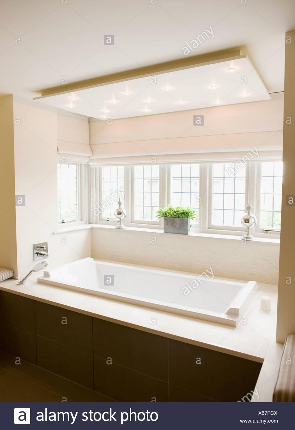 Interno di bagno moderno e di una vasca da bagno Foto & Immagine ...