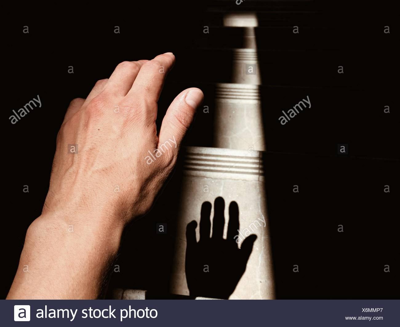 In primo piano della mano umana con ombra Immagini Stock