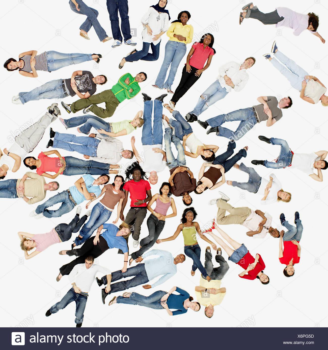 Gruppo di persone sdraiato Immagini Stock