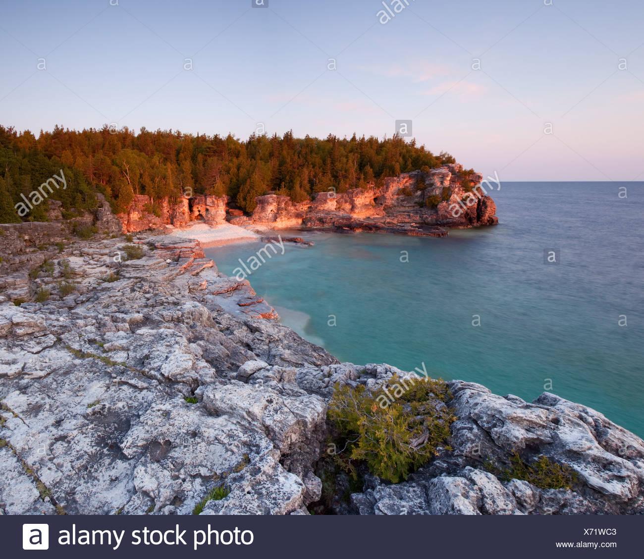 Indian Head Cove al tramonto su Georgian Bay lato della penisola di Bruce Immagini Stock