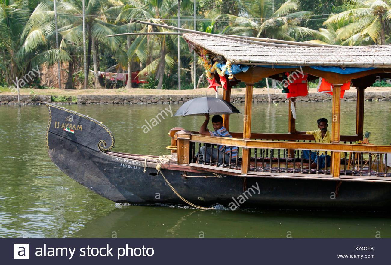 Casa galleggiante su un canale Haripad, Alappuzha, Alleppey, Kerala, India, Asia Immagini Stock