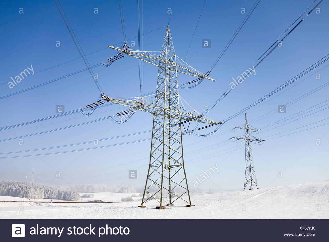 Grandi linee di trasmissione in inverno - il problema del carico neve Foto Stock