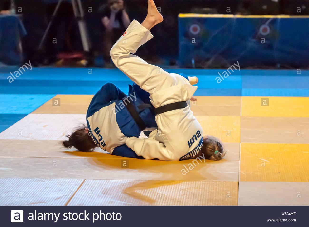 Ragazze competere nel Judo Immagini Stock