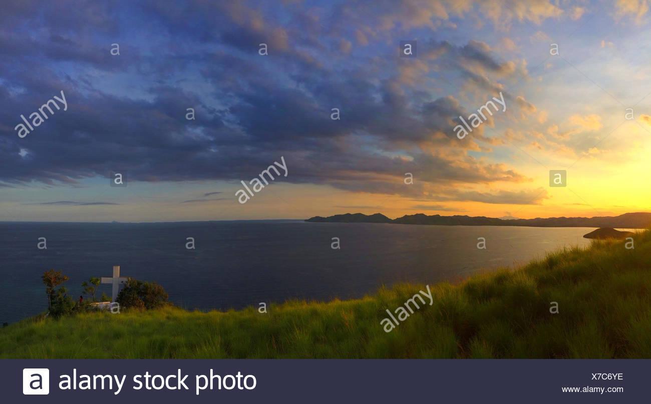 Indonesia, Tenggara Maumere, East Nusa, Tramonto sulla collina superiore Immagini Stock