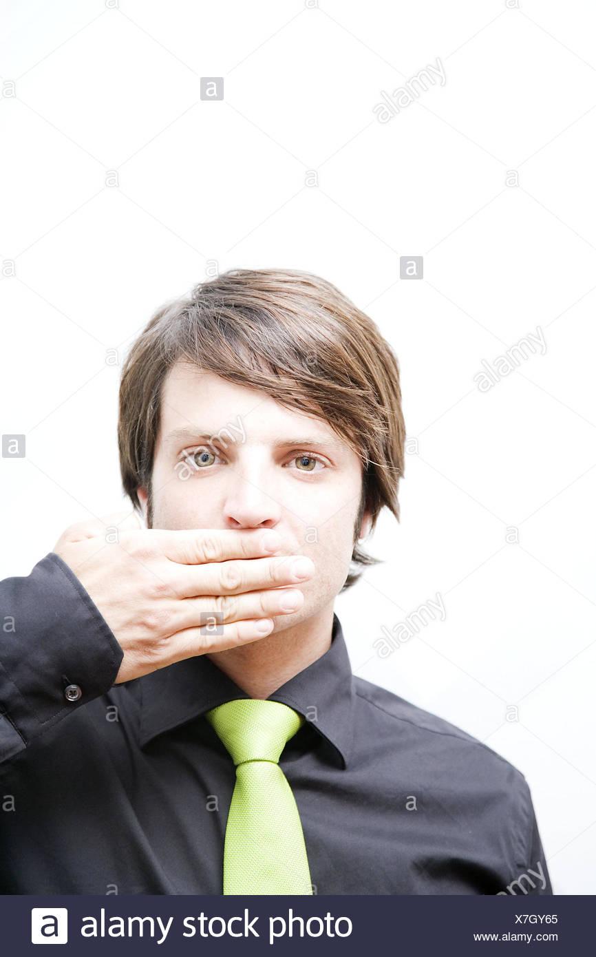 Imprenditore, maglietta, la cravatta, gesto, bocca, ritratto, chiuso Immagini Stock