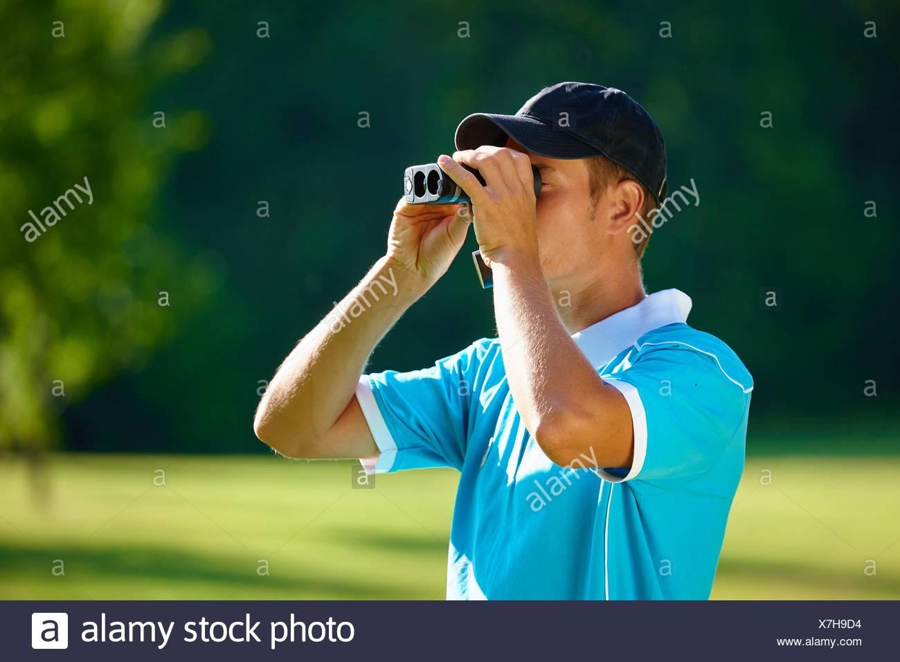 Da Che Metà Uomo Guardando Adulto Cappello Indossa Baseball wPOA1qfCO