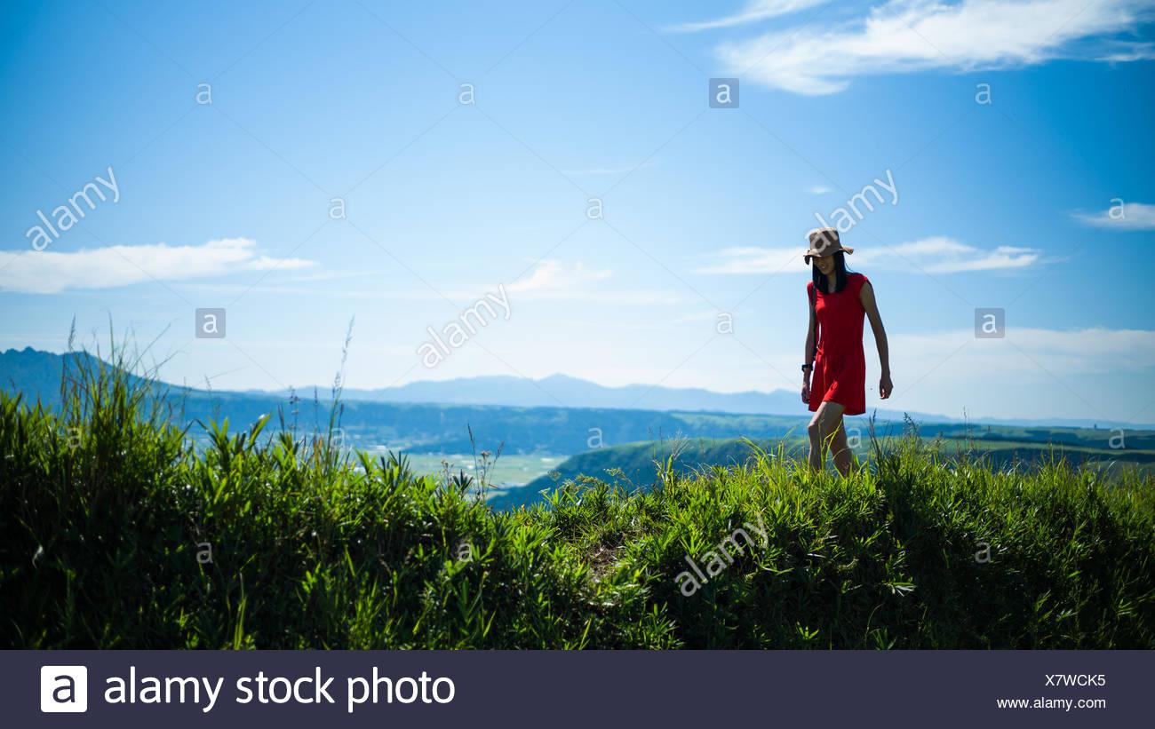 Donna escursioni in montagna Immagini Stock