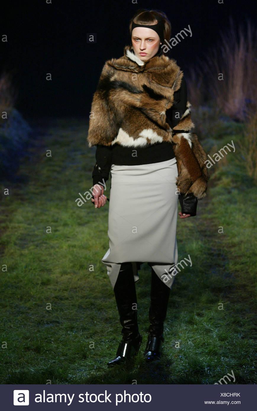 Black Knee High Fur Boots Immagini   Black Knee High Fur Boots Fotos ... b53519e5b23