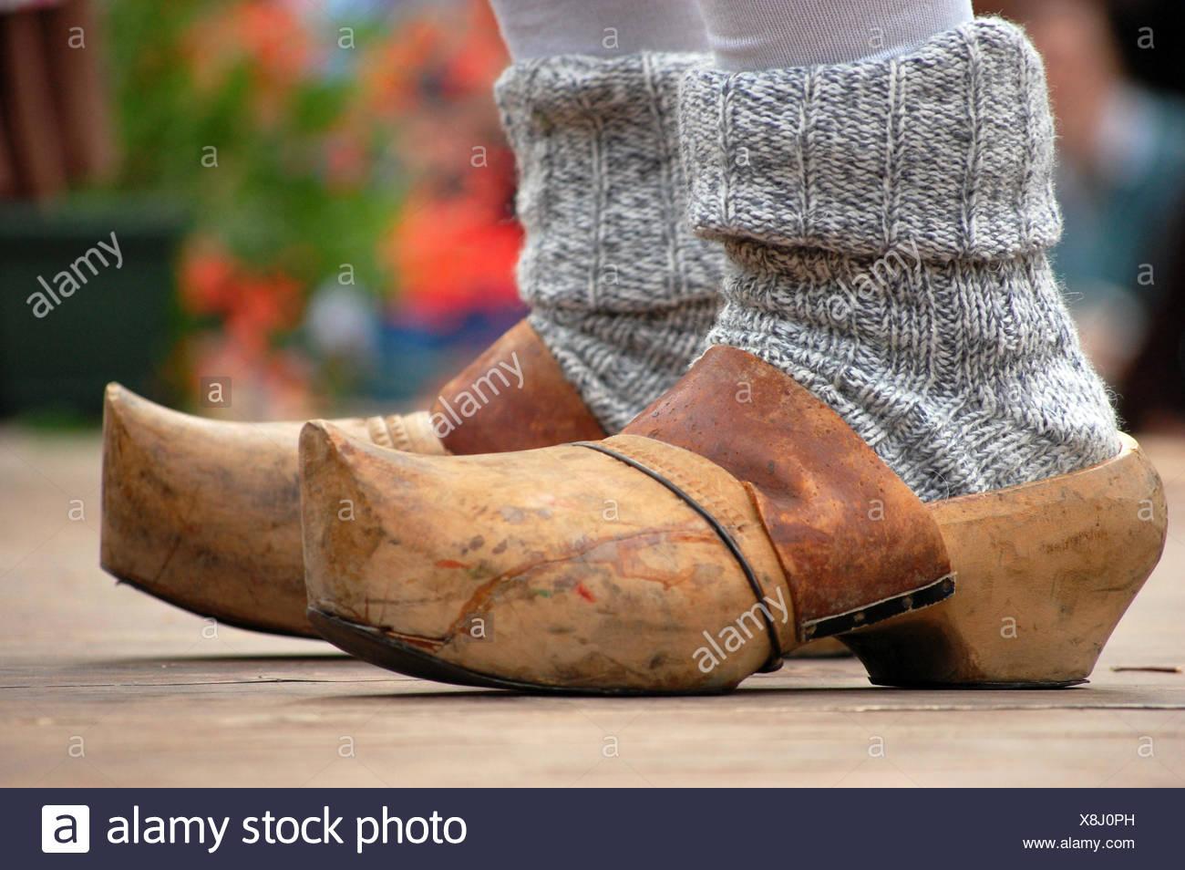 design senza tempo b536c 3bbb2 Scarpe italiano tipico folklore in legno zoccoli scarpe di ...