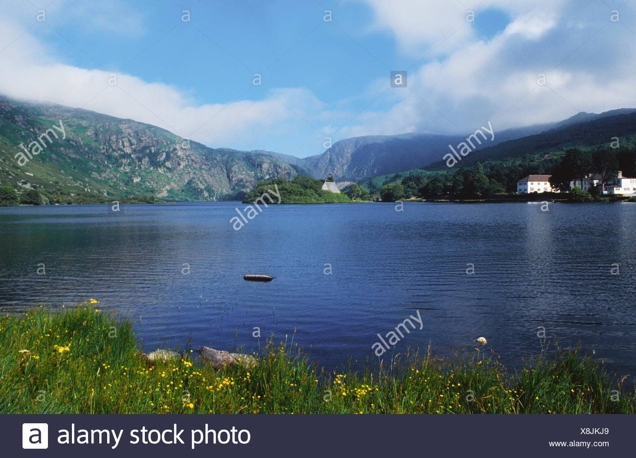 Gougane Barra, Co Cork, Irlanda; insediamento sulle sponde di un lago Immagini Stock