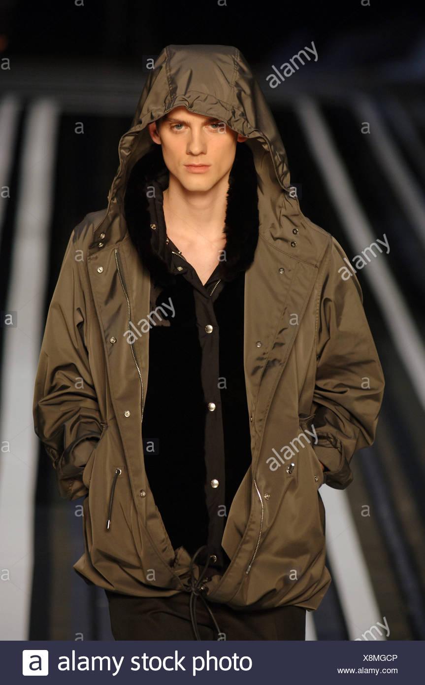 850ba3fef5 Louis Vuitton pronto a indossare abbigliamento uomo Parigi A W ...