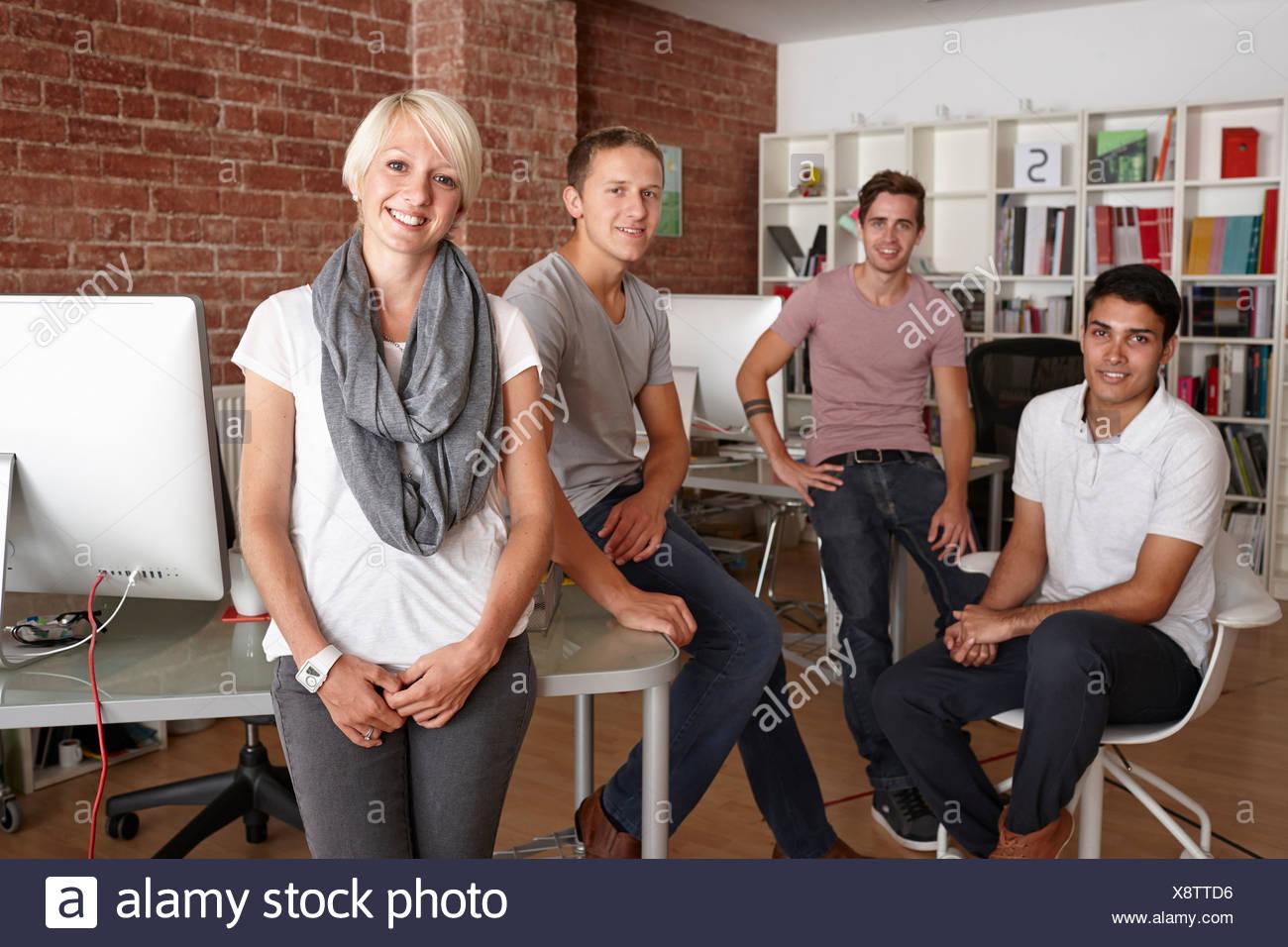 Ritratto di colleghi in ufficio creativo Immagini Stock