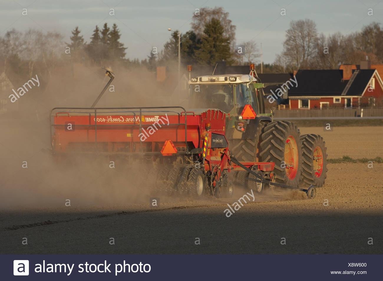 Fendt 820 vario il trattore con tume cultipack erpici a disco e tume nova combi 4000 seminatrice - Letto di semina ...